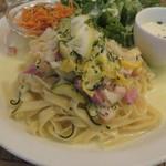 レ・グラン・ザルブル - パスタ・ランチ:野菜とベーコンのレモンクリーム・ソースのパスタ、キャロット・ラペ、グリーン・サラダ、玉ねぎと牛乳のスープ2