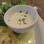 レ・グラン・ザルブル - パスタ・ランチ:野菜とベーコンのレモンクリーム・ソースのパスタ、キャロット・ラペ、グリーン・サラダ、玉ねぎと牛乳のスープ4