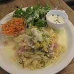 レ・グラン・ザルブル - パスタ・ランチ:野菜とベーコンのレモンクリーム・ソースのパスタ、キャロット・ラペ、グリーン・サラダ、玉ねぎと牛乳のスープ1
