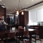 ザ シティ ベーカリー バー アンド バーガー ルービン - 内観写真:朝は騒がしく有りません