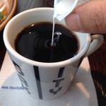 ザ シティ ベーカリー バー アンド バーガー ルービン - ドリンク写真:ミルクを入れて……