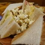 珈琲屋OB - ハム玉子サンド  ポップコーンが入ってるのが珍しかった。
