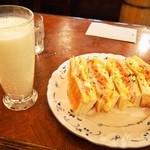 ロックヴィラ - キムチサンド & バナナジュース