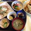 坂本 - 料理写真:ミックスフライ盛り合わせです 煮物、カルパッチョ仕立てのサラダ などです メインのミックスフライ盛り合わせは 別皿で登場(*^_^*)