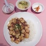 上海園林 - 麻婆豆腐かけ御飯¥1080