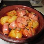 サンチョ・パンサ - チョリソーとポテトのオーブン焼き、これもバケットと一緒にいただきました。