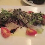 サンチョ・パンサ - メインのお肉料理は牛肉をカルパッチョサラダ風に仕上げてありました。