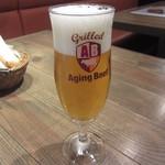 グリルド エイジング・ビーフ - ビールは小ぶりで650円。