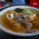 一茶庵 支店 - 冷もつラーメン・・冷やしは、ワカメが入って、脂浮きの無いスッキリとしたスープ。