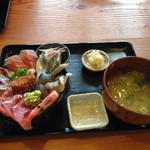 ろぐ亭 - 海鮮丼980円