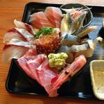 ろぐ亭 - 海鮮丼アップ