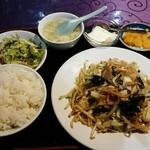 42358358 - 肉と野菜炒め定食626円