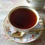 英国の風 マナーハウス - マスターが、こぼれないよう恐る恐る持って来てくださった紅茶(・Θ・)