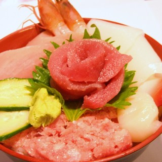 大遠会館 まぐろレストラン - 料理写真:海鮮丼