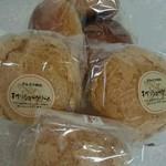 どんぐり村 - 料理写真:シュークリーム&アウトレットパン