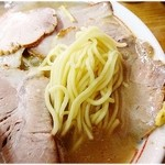 来頼亭 - ぷりっと麺。硬めで注文したらもっと良かったかな。