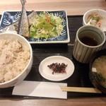 駅膳 - さんまの塩焼き松茸炊き込みご飯<税込>680円(2015.09.28)