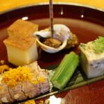 日本料理 たかむら - 先付:しゃことからすみ、おくら、螺貝、玉子焼きなど