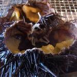 海鮮処 かふか - ムラサキ雲丹の殻つき焼き雲丹