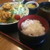 和乃泉 - 料理写真:唐揚定食。960円。場所を考えるとコスパ高めだが、法事等がメインの店舗。値段は高めの設定である。