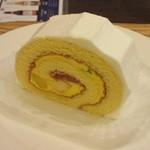 やば珈琲 - フルーツロールケーキ
