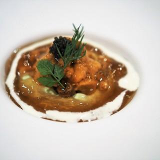 レストラン・サカキ - 料理写真:利尻産生雲丹とコンソメのジュレ アボガドムース添え