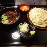 蕎麦人弁慶 - 日替わり蕎麦セットの鮪漬け丼でございます