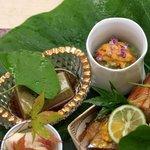 銀座 小十 - 八寸:あわびの肝とうふ、うにと焼きナス、穴子寿司