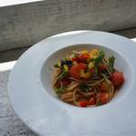 プカプカ - 本日のパスタ アサリと自家製食べるオリーブオイルペペロンチーノ