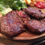42673103 - 肉はスパイシーで味付けは、濃いめ。男性がガッツリ頂くのにぴったりです。