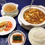 42680881 - スペシャルセット\1,730は棒棒鶏・ふかひれスープ・漬けもの・ご飯&杏仁豆腐