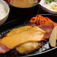 ベーコン&チーズハンバーグセット(150g)940円