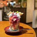 Calm cafe - ベリーワッフルパフェ (730円) '15 7月中旬