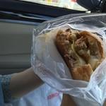 グルニエ ア パン - チャーシューバーガー?食べかけで申し訳ない。