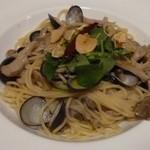 小料理屋ぎらばり - 涸沼しじみとキノコのガーリックスパゲッティ