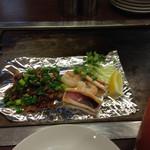 お好み焼だいちゃん - い、エビ、スジ肉の塩焼きとトマト酎ハイ