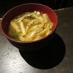 42738974 - えのきとお揚げ、ワカメ、豆腐の味噌汁