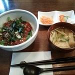 42740720 - ランチセット、鰹丼、味噌汁、小鉢。+珈琲&ミニデザートがつく。