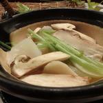 いと賀 - 松茸、百合根、鱧が入っています。
