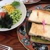 コーンブルメ - 料理写真:サンドイッチとサラダ