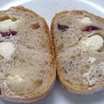 パン工房ペルミオ - クランベリーチーズカット