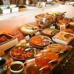 チェディルアン - ランチビュッフェの料理の品数はかなり多い