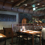 老辺餃子館 - 店内は落ち着いた雰囲気