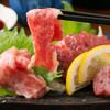 大衆馬肉酒場 冨士山 - メニュー写真:馬刺し 五種盛り合わせ