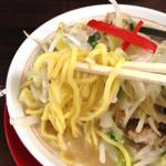 竹ちゃんタンメン - 竹ちゃんタンメンの中太麺