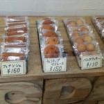 ボン・ボン洋菓子店 - 焼き菓子も有ります。