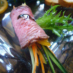 BUZZ - 前菜(野菜のローストビーフ巻)