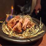 炉とマタギ - 鴨モモ肉の藁焼き