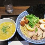 コウノトリ - 福岡でかなり優秀な濃厚鶏白湯ラーメンを味わえるお店だと思います。 開店当初以来の訪問でしたが、すごく進化してました。