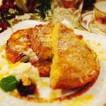 ワサビカフェ - チーズフレンチトースト:こんがりと焼けたチーズがカリカリで美味しいフレンチトースト上からはたっぷりのチーズが 振りかけてあります。